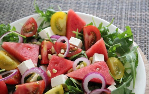 Sommersalat mit Feta und Melone